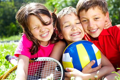 Bimbi all'aria aperta: largo allo sport!